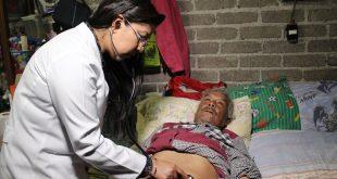 Exige AMLO al IMSS aumentar sueldos de médicos en zonas remotas