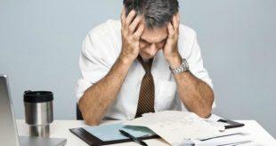 Sufrir un infarto, depresión o ansiedad, los riesgos de trabajar en exceso