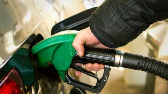 Hacienda sube estímulo fiscal a la gasolina por primera vez en el año, gasolina