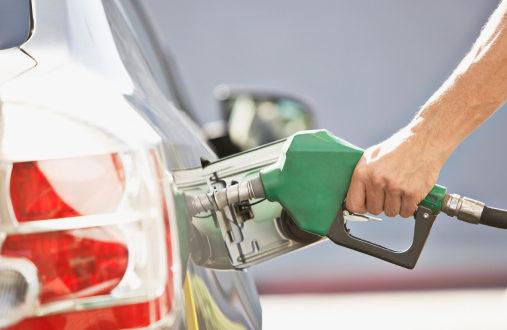 """Reitera Hacienda que """"descobijo"""" a gasolinas no aumenta su precio"""