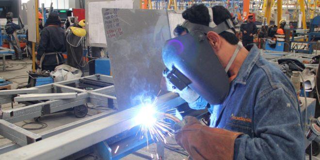 Se contrae actividad industrial en abril