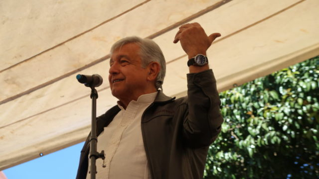 López Obrador alista amparos para frenar contratos del NAICM
