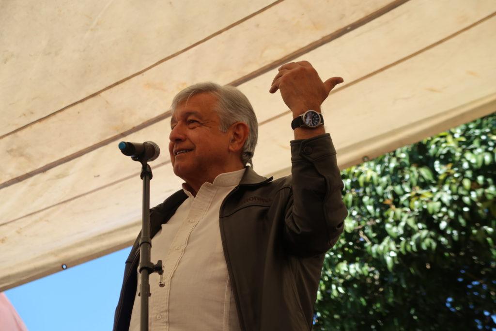 Bar en Tijuana ofrece chelas y nachos gratis si AMLO gana la presidencia