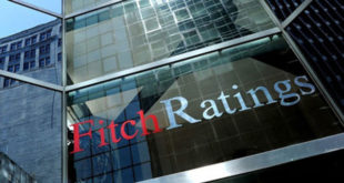 Pemex pondrá en riesgo su calificación si ejecuta plan de negocios: Fitch
