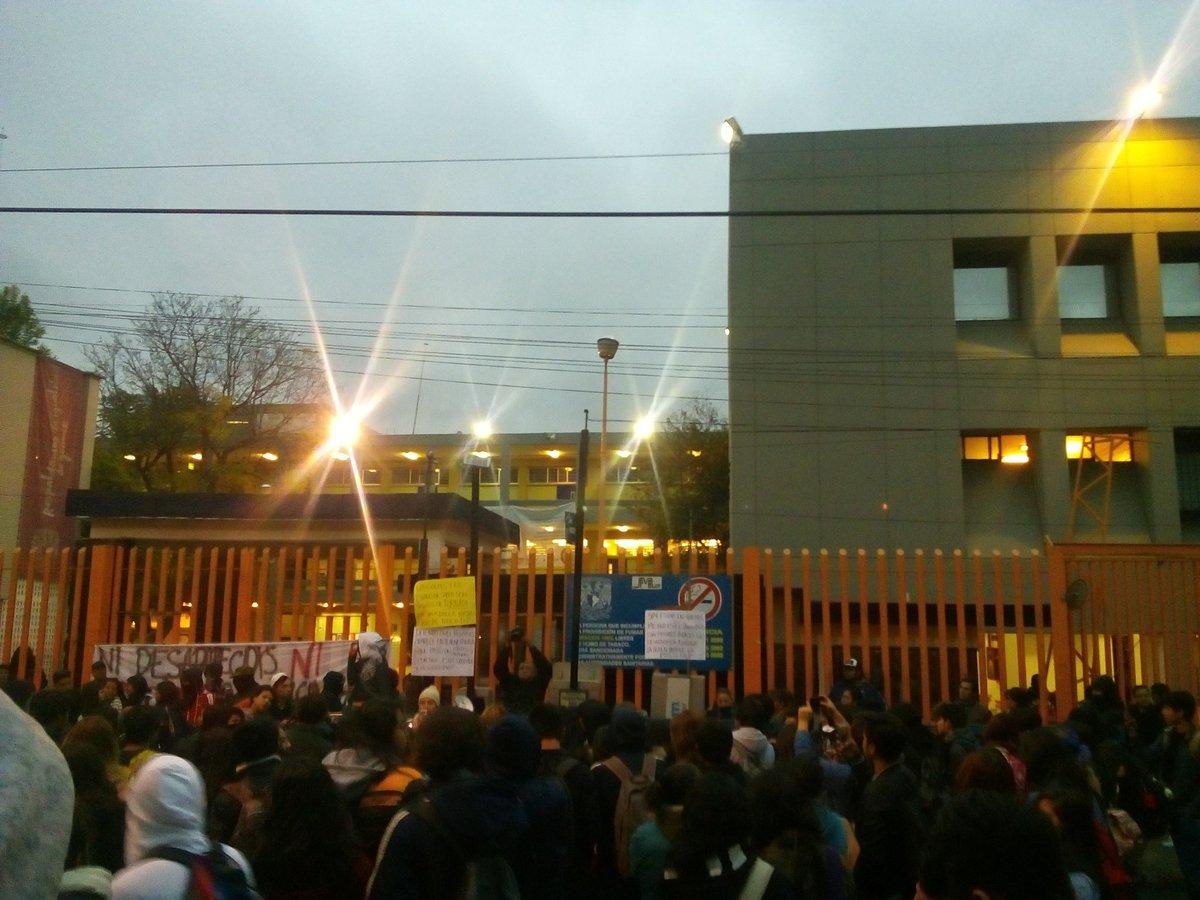 Alumnos toman la prepa 8 para exigir se esclarezca caso de alumno desaparecido