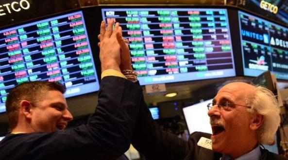 Mejoran números en Wall Street tras lunes negro