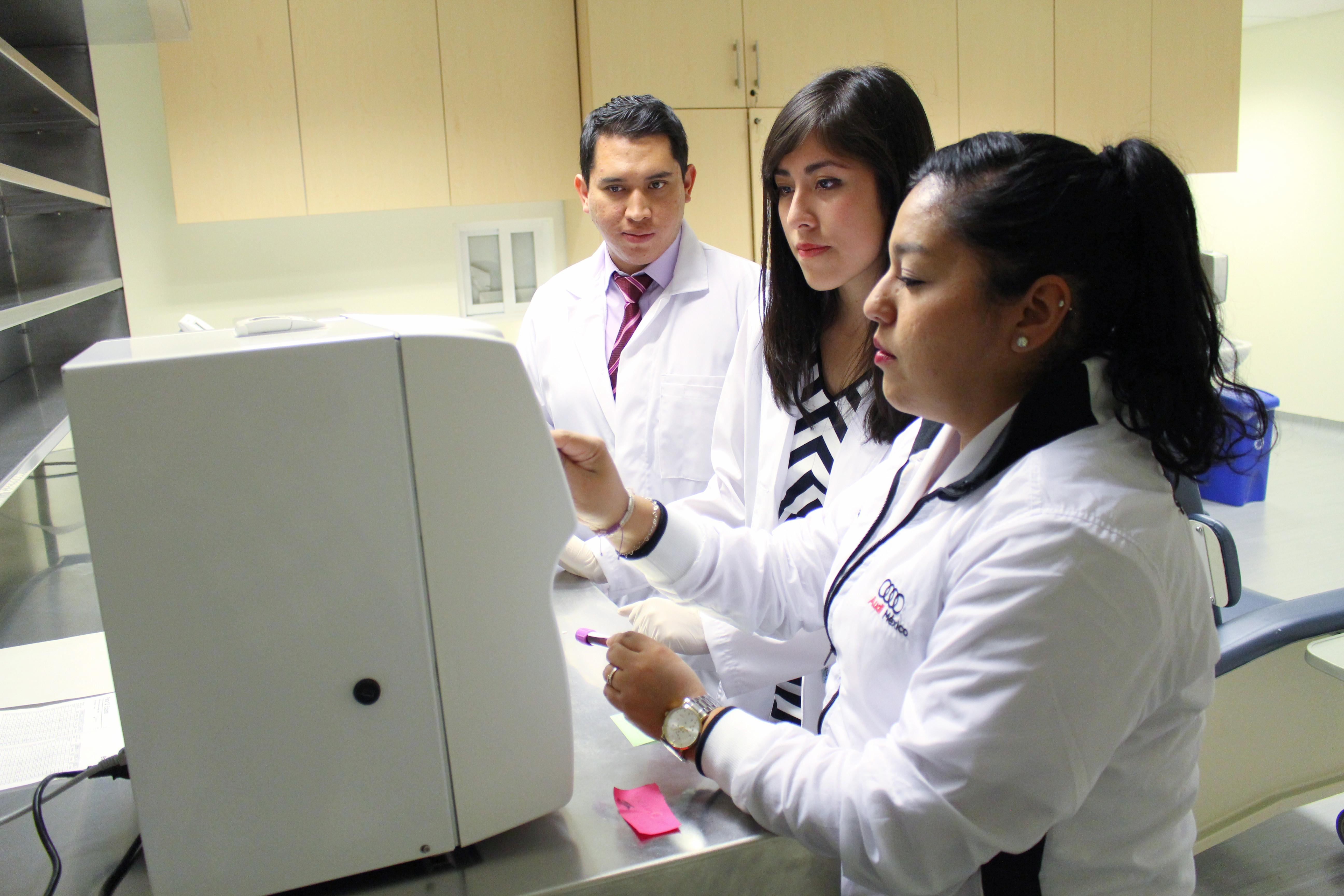 Audi México impulsará formación de médicos pasantes