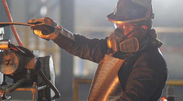 Actividad industrial sufre recaída en julio; se contrae 0.4%
