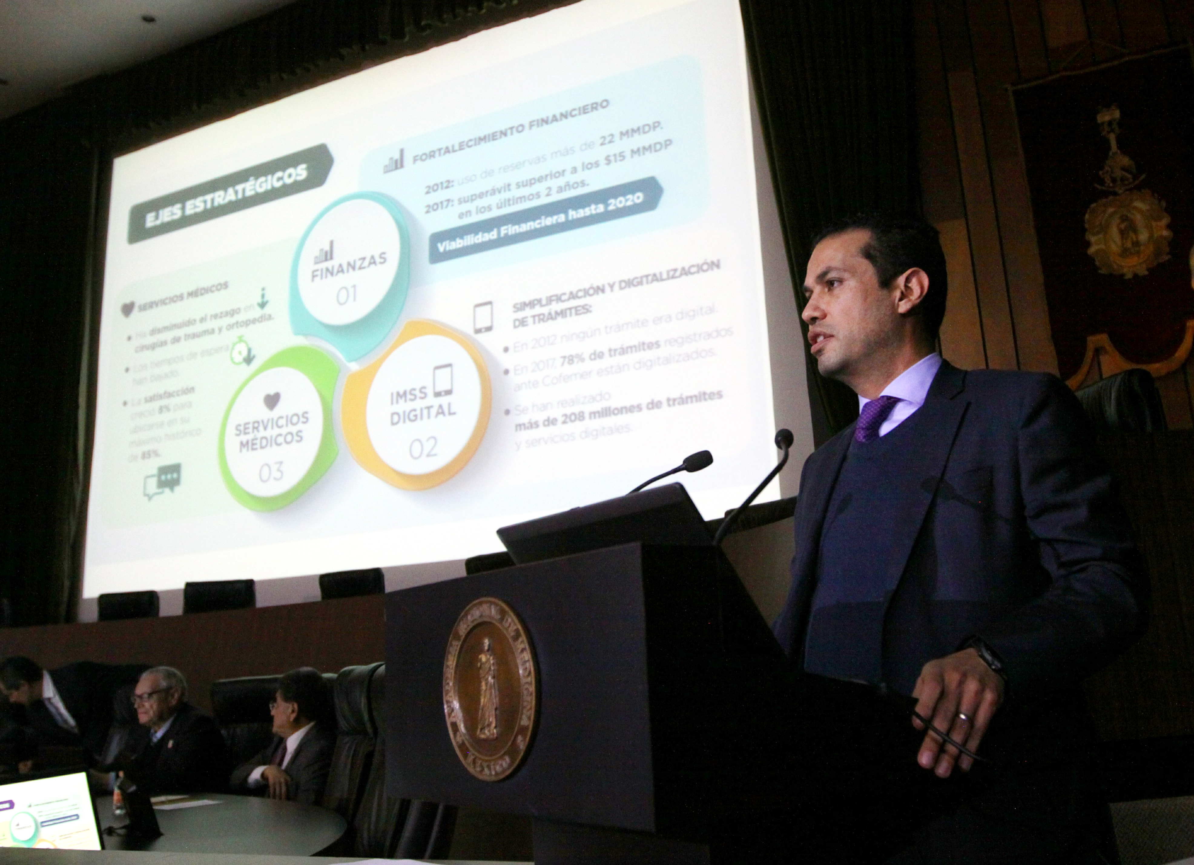 IMSS logra superávit por 9 mil 420 mdp en 2017