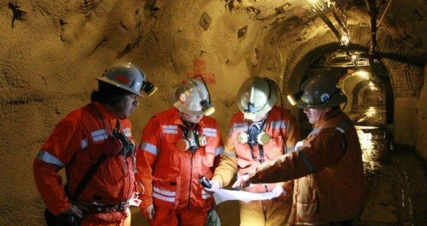 Retrocede actividad industrial 2.1% en mayo, arrastrada por construcción y minería