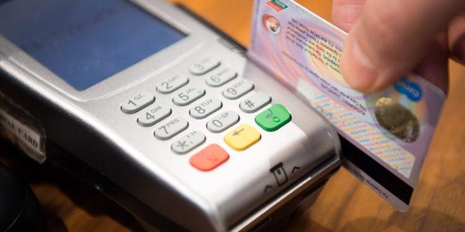 Indagan competencia en pagos de tarjeta