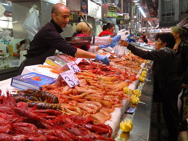 Autoridades inspeccionan higiene en mercados con venta de mariscos