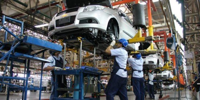 Producción y ventas de automotriz se frenan estrepitosamente en marzo, automóviles