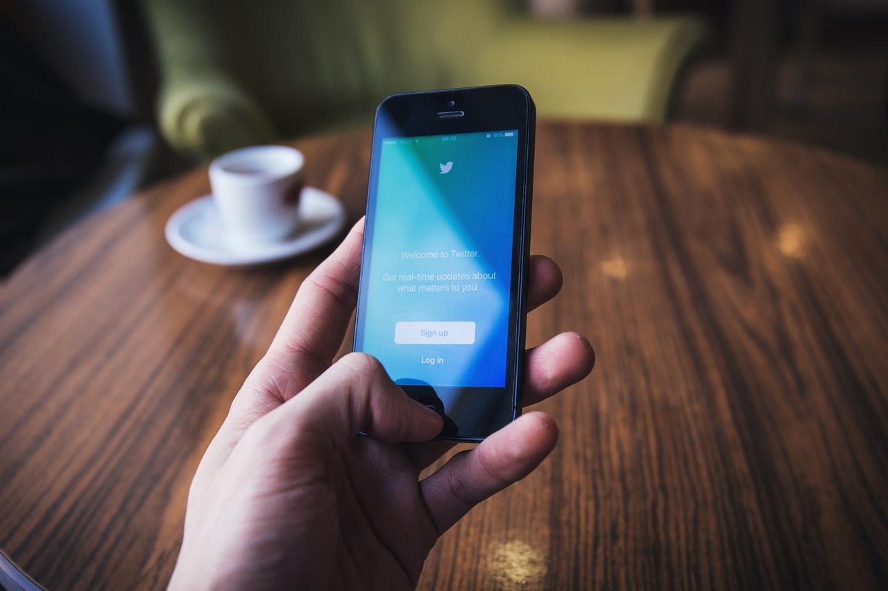 Twitter da golpe bajo a criptomonedas; prohíbe su publicidad