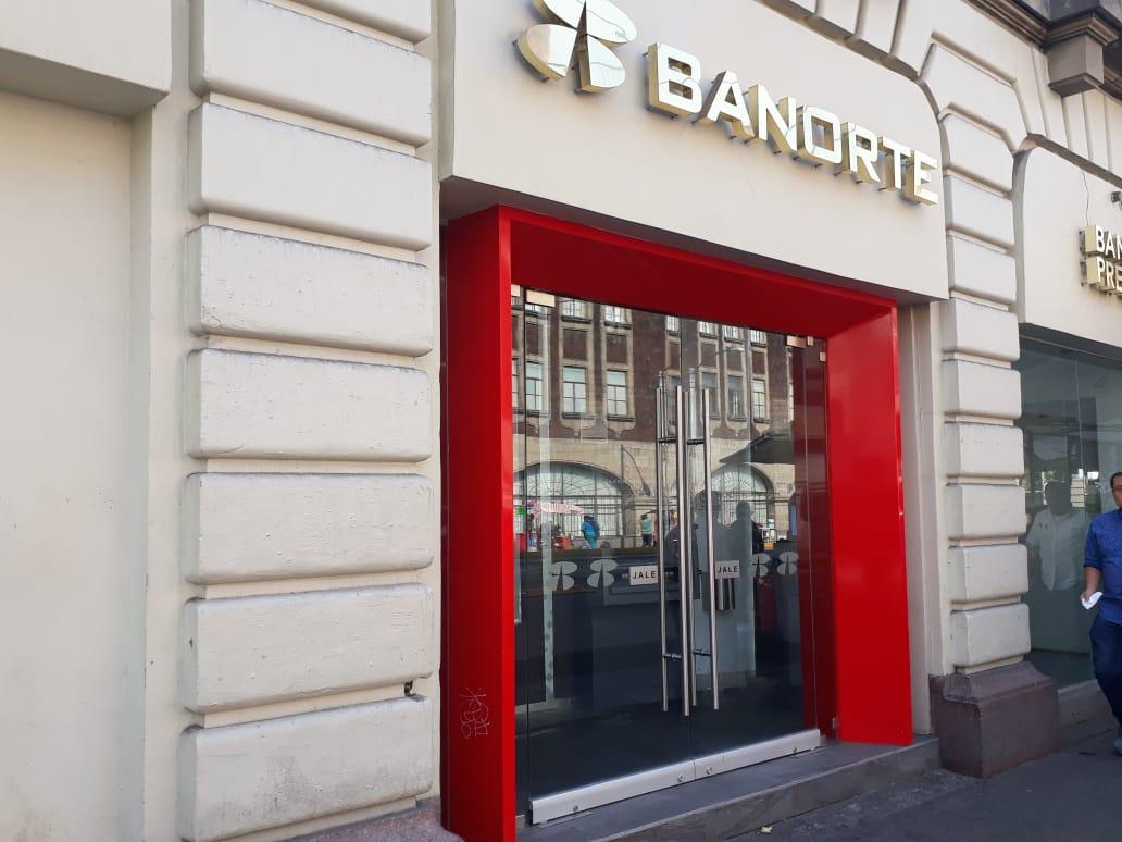 Iniciativa contra comisiones desploma acciones de bancos en la BMV Banorte