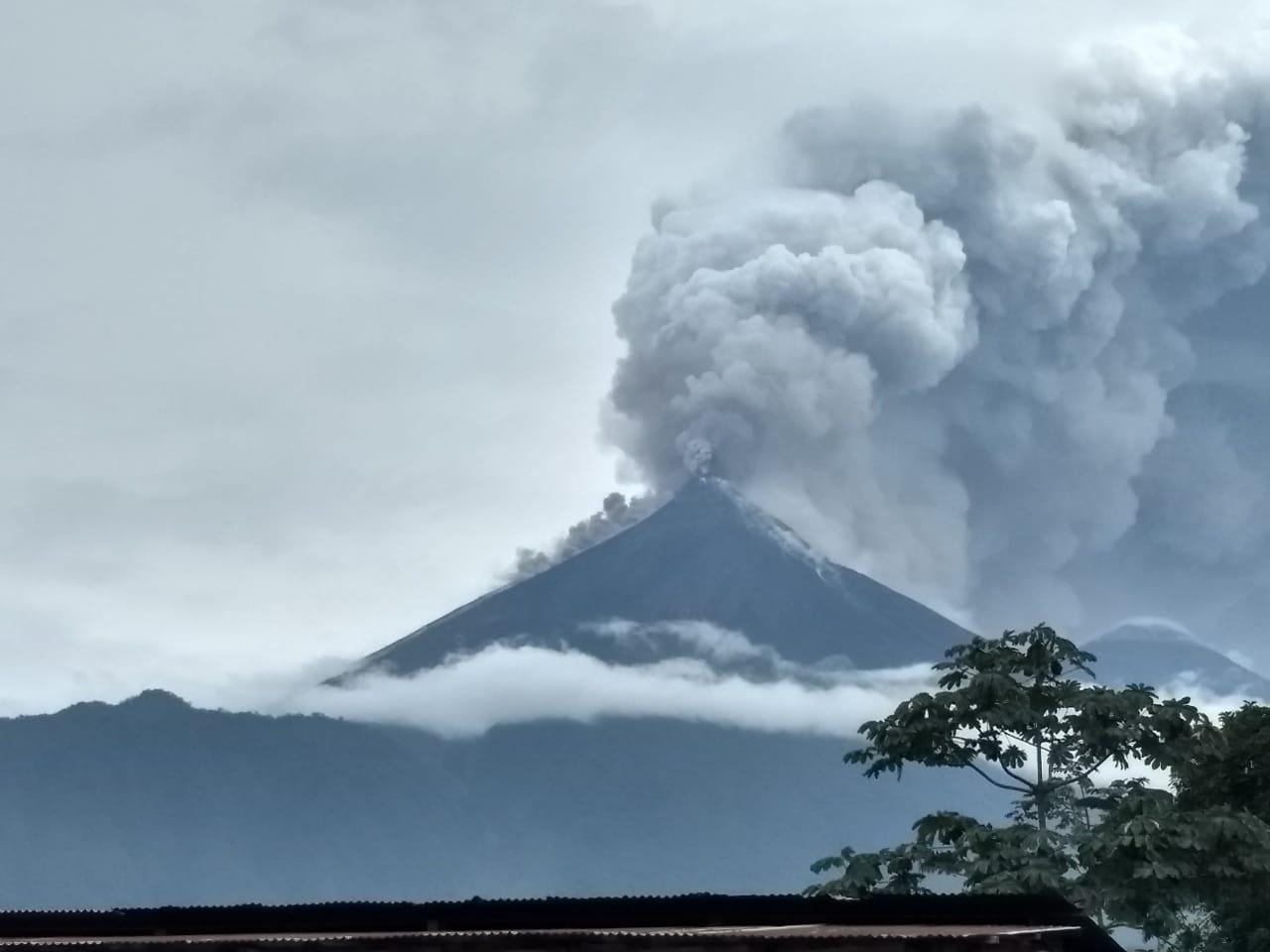 Volcán de Fuego registra nueva explosión