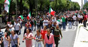 Mexicanos se conglomeran en el Ángel por victoria del Tri