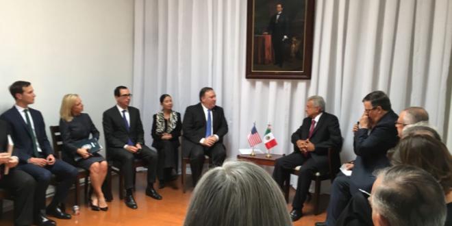 Se reúnen Mike Pompeo y López Obrador en casa de transición