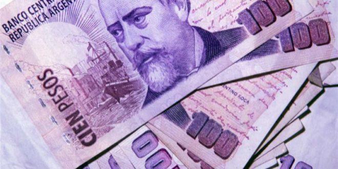 Argentina sube sus tipos hasta 60% para detener la caída del peso