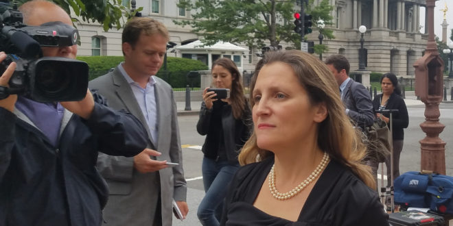 Negociación con EU es de vital importancia para Canadá: Freeland