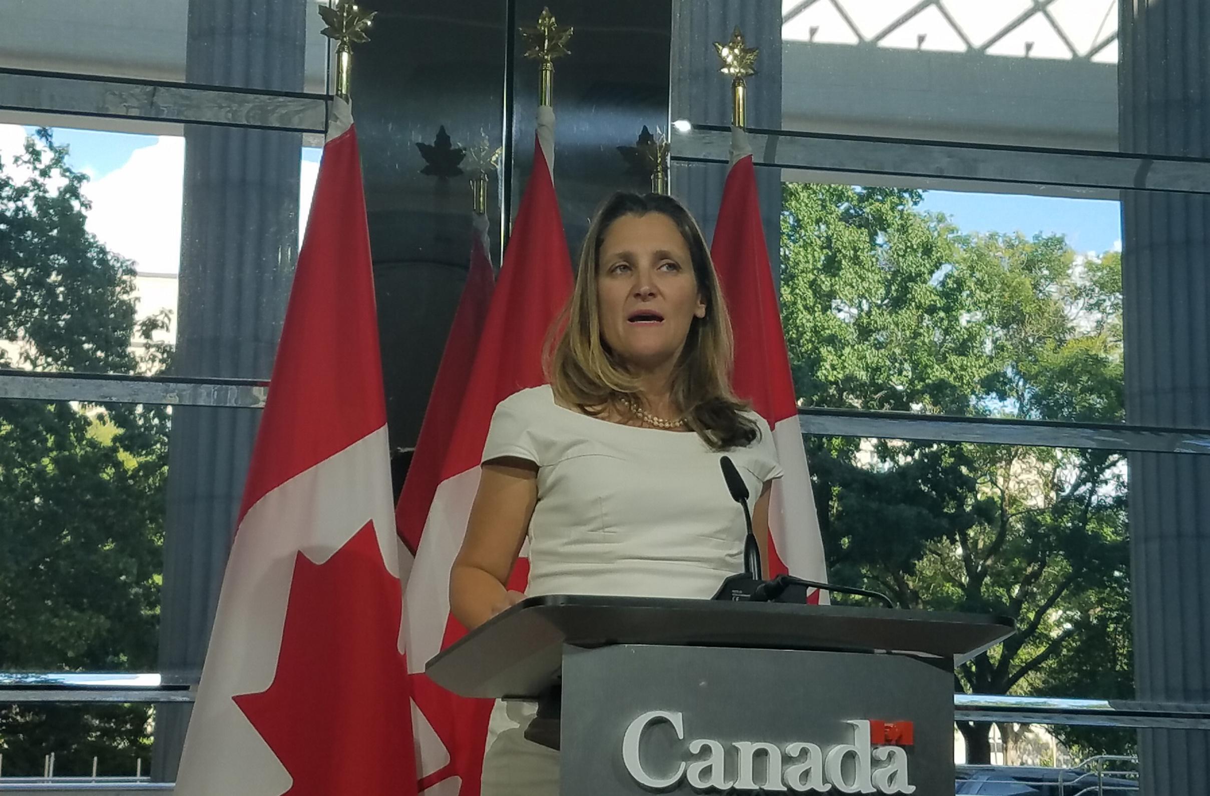 Discusiones comerciales entre Canadá y EU se intensificaron: Freeland