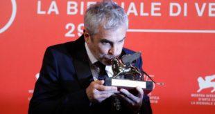 Gana Cuarón el León de Oro por Roma en festival de Venecia