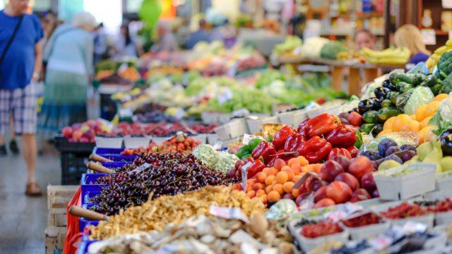Prevén analistas mejoría en el consumo durante los siguientes meses