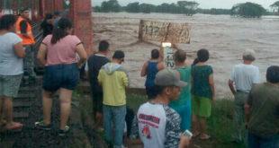 Acaponeta, Nayarit, en emergencia por desbordamiento de río