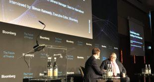 Bancos centrales deben seguir con alzas: Carstens