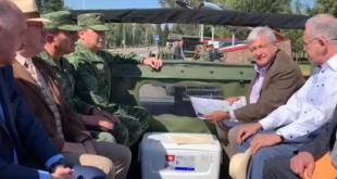 AMLO recorre la base militar de Santa Lucía
