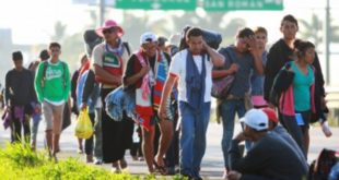 Migrantes centroamericanos chocan con patrulla fronteriza
