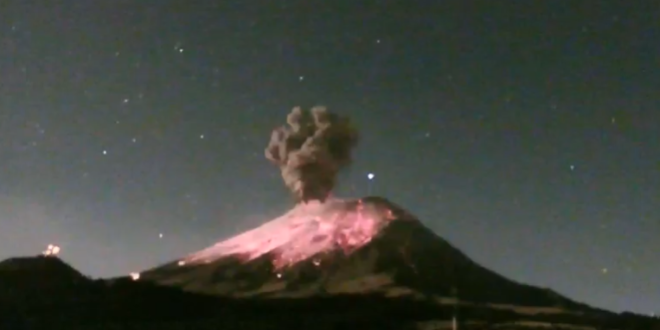 Fuerte explosión del Popocatépetl provoca columna de ceniza de 2 km