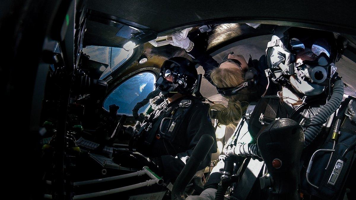 Virgin Galactic envía su segundo vuelo al espacio, ahora con una pasajera