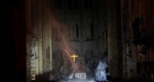 Bomberos salvan estructura de la catedral de Notre Dame de París