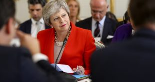 Presentó Theresa May acuerdo para Brexit; incluye posibilidad de segundo referéndum