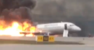 Incendio en avión ruso deja al menos 13 personas fallecidas
