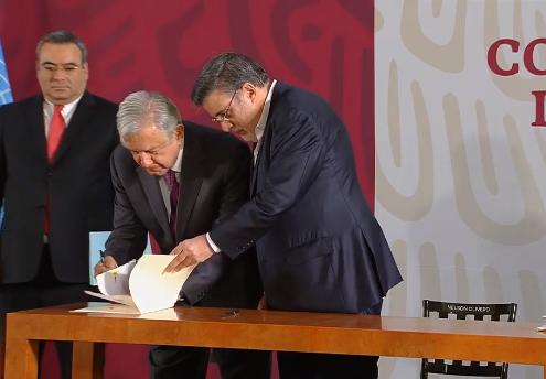 Firma AMLO decreto que elimina la condonación de impuestos a grandes contribuyentes