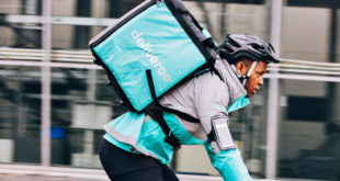 Amazon invierte 557 mdd en competidor inglés de Uber Eats