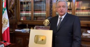 Recibe AMLO 'Botón de Oro' de YouTube por un millón de suscriptores