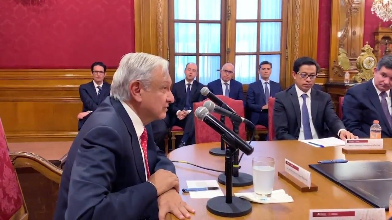 Firma AMLO acuerdo de refinanciamiento para fortalecer a Pemex