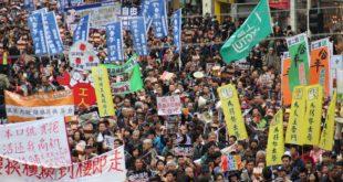 Continúan choques entre manifestantes y policía en Hong Kong