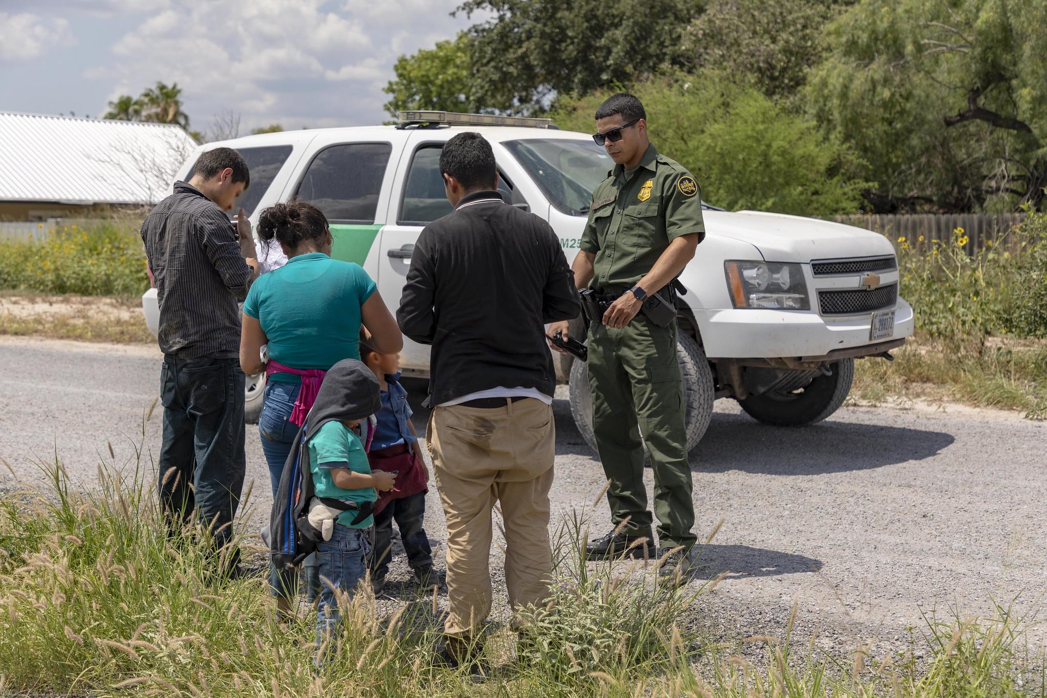Retira Trump trabas para retener a menores migrantes por tiempo indefinido, asilo