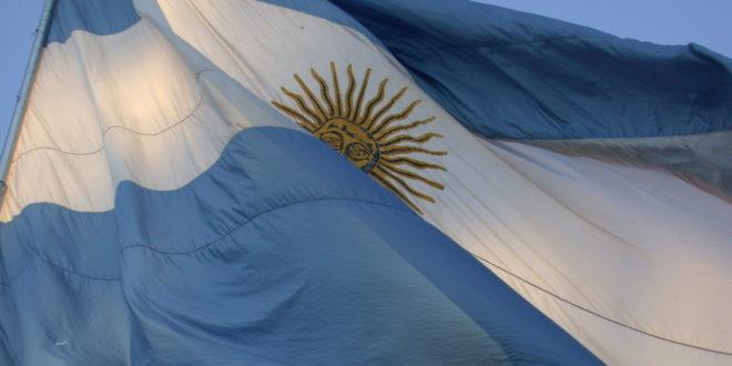 Riesgo país de Argentina alcanza su máximo en una década