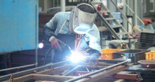 Se contrae actividad manufacturera en EU por primera vez en tres años