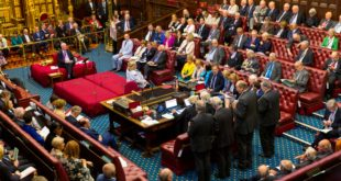 Cámara de los Lores da luz verde a iniciativa para bloquear Brexit duro