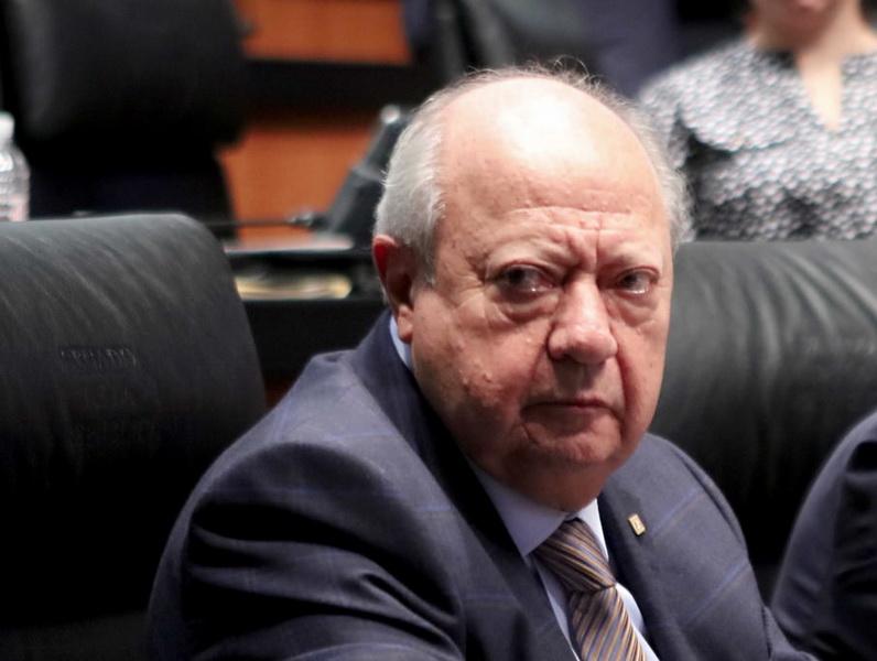 Federación congela cuentas de Romero Deschamps, lavado de dinero
