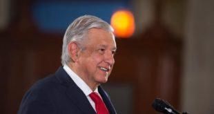 Celebra AMLO renuncia de Romero Deschamps al STPRM