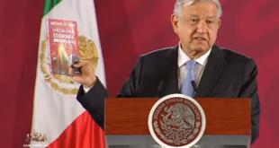 """Presenta AMLO su libro """"Hacia una economía moral"""""""