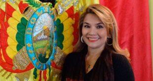 Jeanine Áñez asume presidencia interina de Bolivia