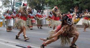 Capitalinos celebran el Día de Muertos con Mega Desfile